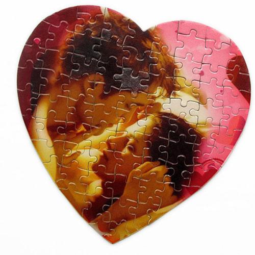 Пъзел Сърце със снимка-70 части и размери 21х21 см